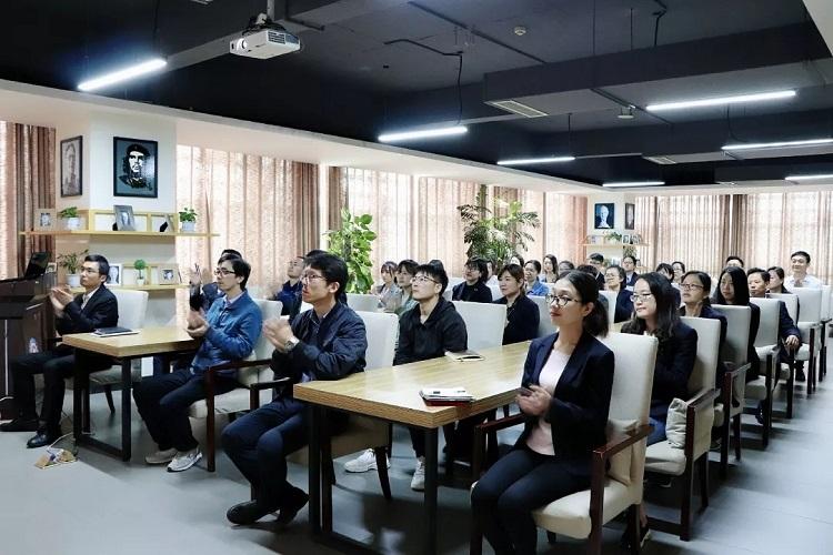 习近平对新时代中国青年提出六点要求,龙8国际注册集中学习