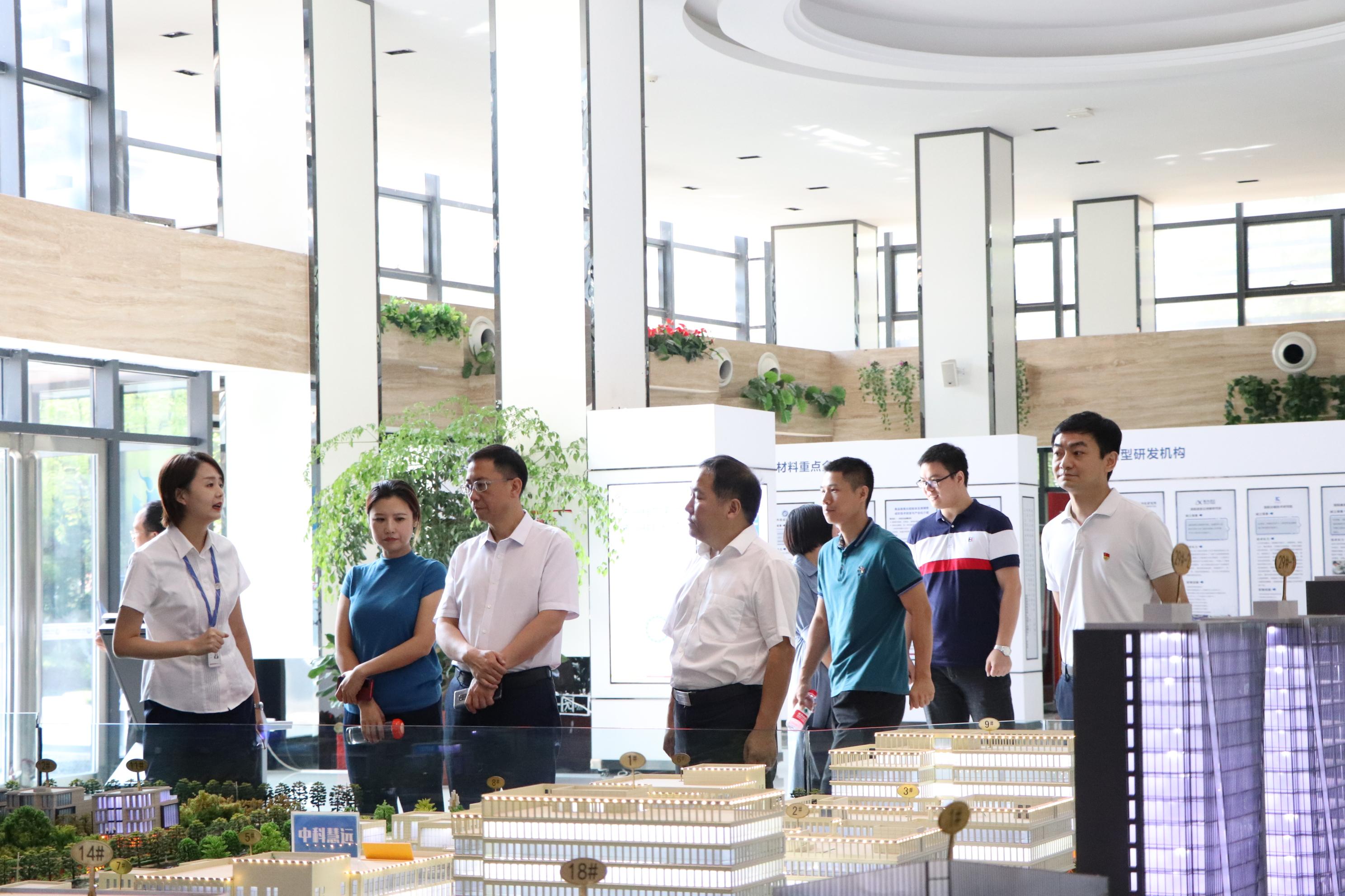 河南省工信厅一行莅临洛阳国家大学优发娱乐官方网站!